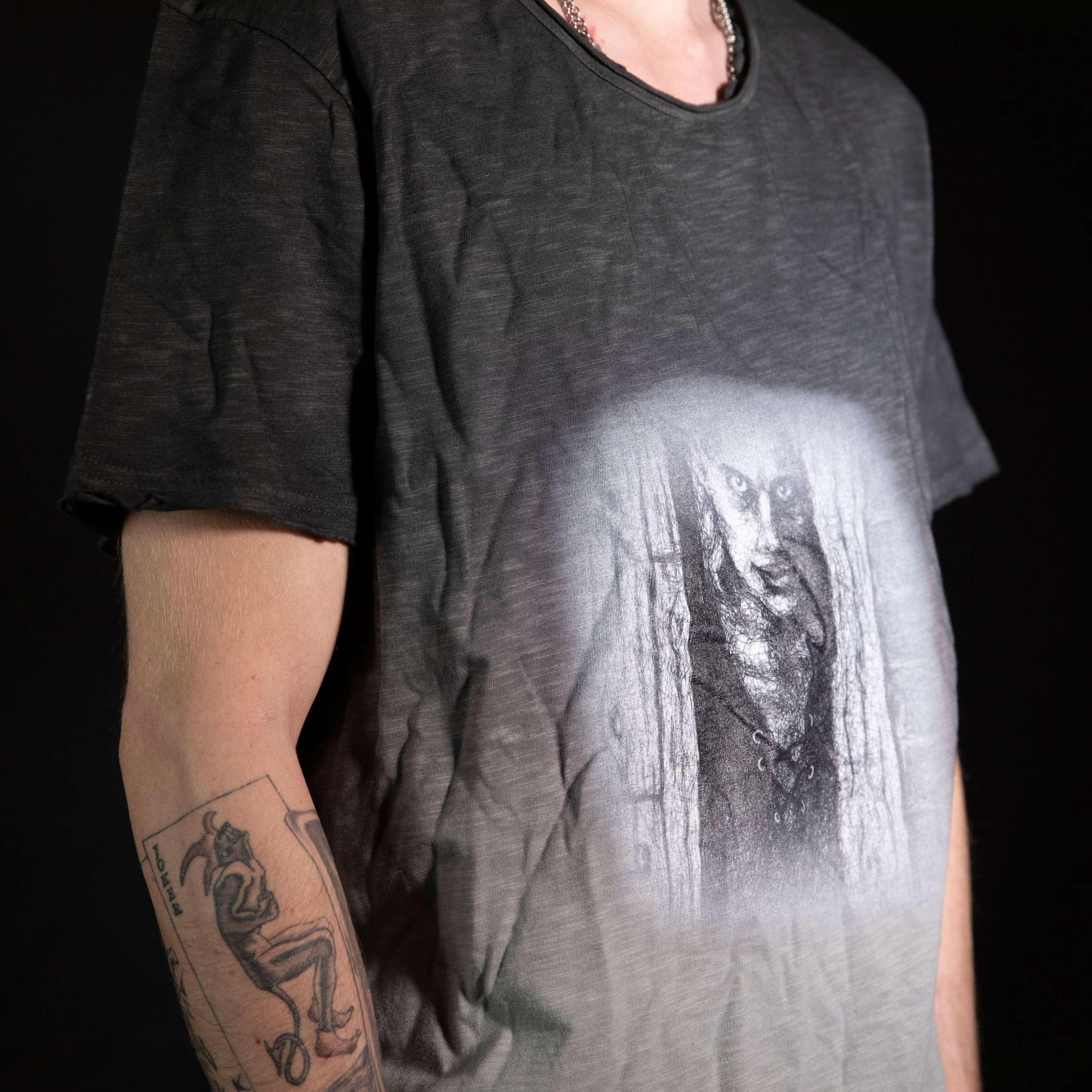 michael-stauner-merchandise-scene-tabor-shirt-man.jpg